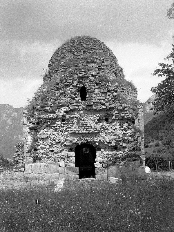 Церковь под Сокол градом
