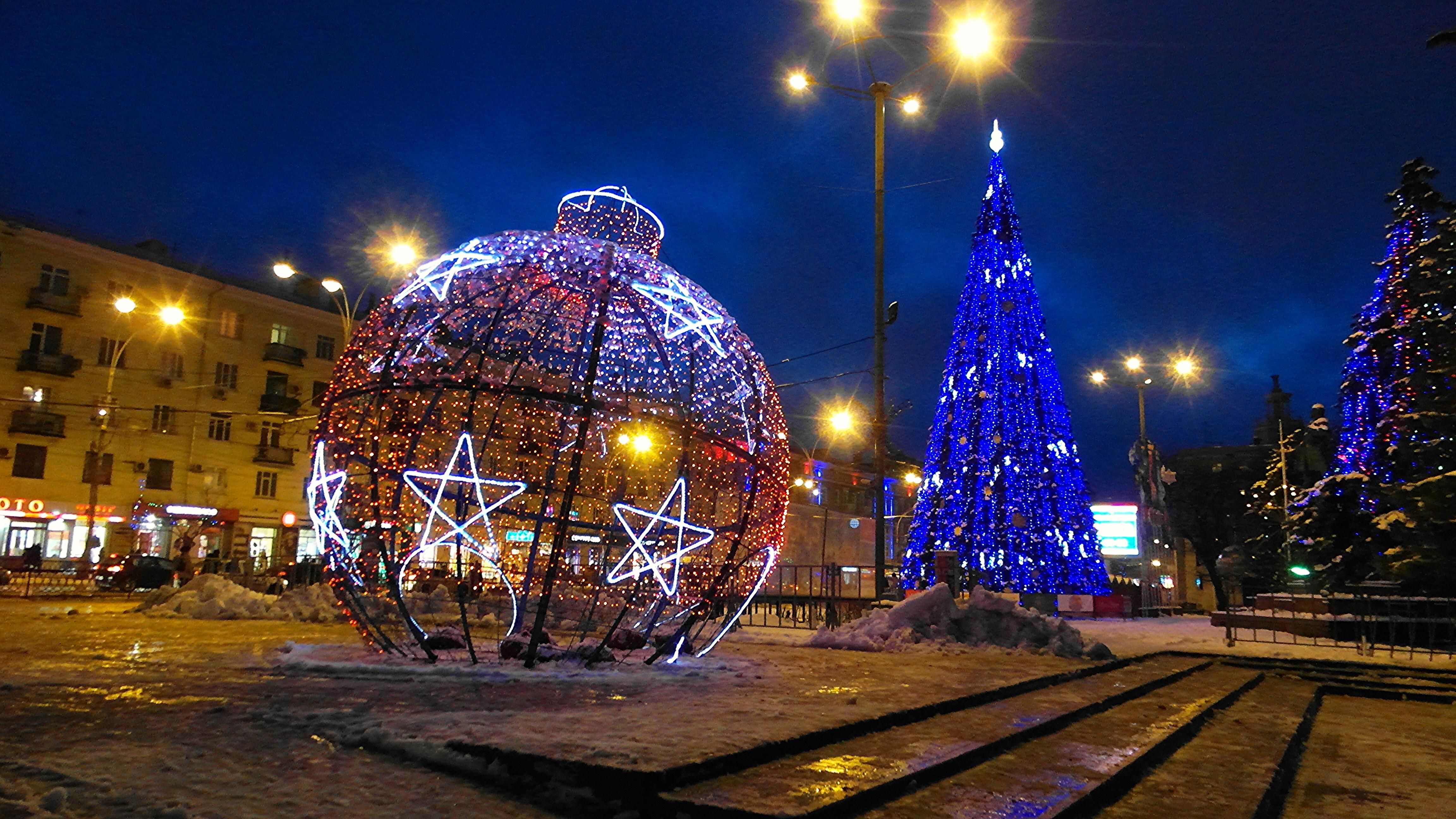 Ростов новогодний поздравляет с Рождеством