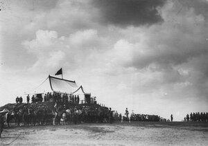 Парад войск в честь приезда персидского шаха Мозафара эд-дина.