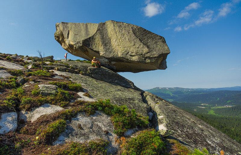 Под Висячим камнем