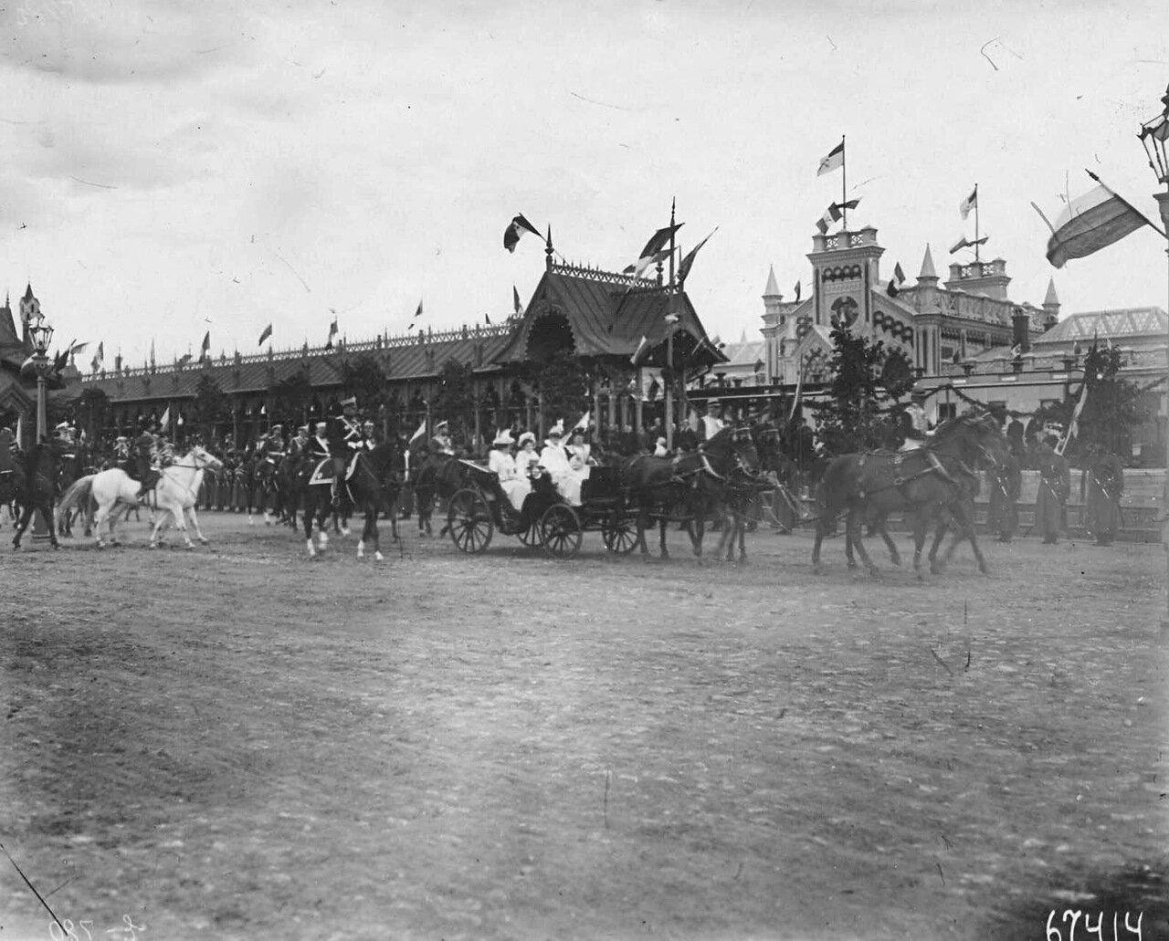 36. Отъезд итальянского короля Виктора Эммануила III и его семьи в сопровождении императорской фамилии с вокзала
