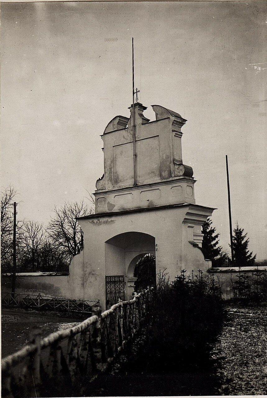 Успенский кафедральный собор. Главные ворота