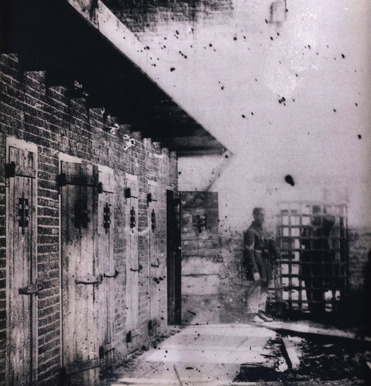 1860-1865. Помещение, в котором рабы ждут начала аукциона