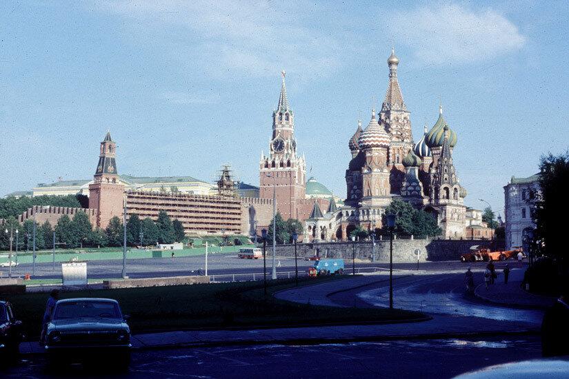 07. Вид на Кремль от гостиницы Россия