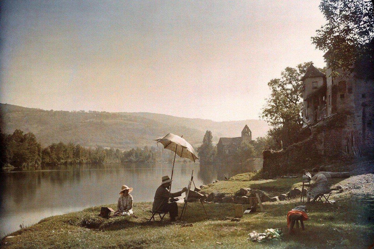 1925. Франция. Художники рисуют на берегу реки Дордонь возле Болье