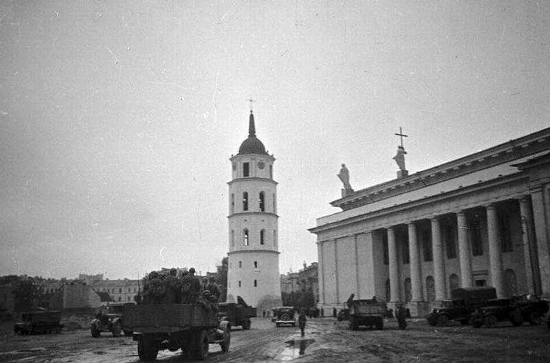 Советские солдаты в Вильно