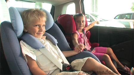 Как обезопасить ребенка во время поездки на автомобиле?