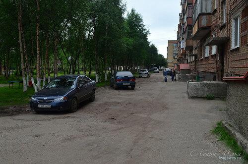 Фото города Инта №8018  Двор (восточная сторона дома) Воркутинской 16 02.07.2015_16:52