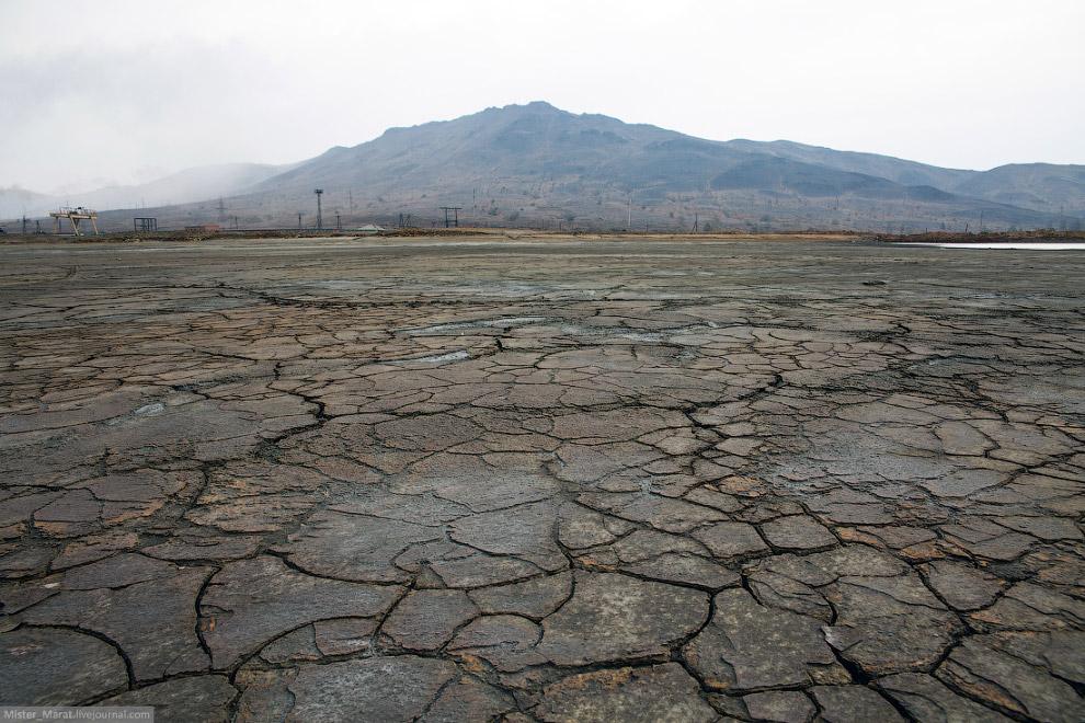 14. Река Сак-Елга славится наличием всей таблицы Менделеева в своих водах и своим красно-желтым цвет
