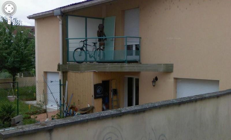 9. Пришелец на балконе.