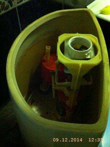 Конструкция бачка унитаза загибала шток поплавка и был постоянный перелив
