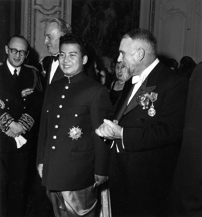 1946. Нородом Сианук, король Камбоджи с визитом в Париже в октябре 1946