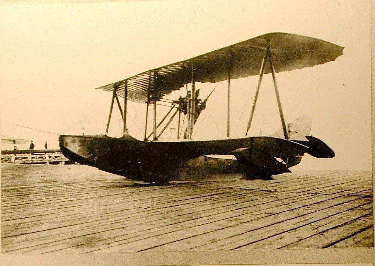 31. Летательный аппарат типа Щетинина Морской-10(вид спереди)