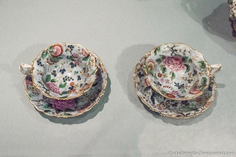 Чашки с блюдцамииз сервиза чайного с печатным декором, выполненным по английским образцам