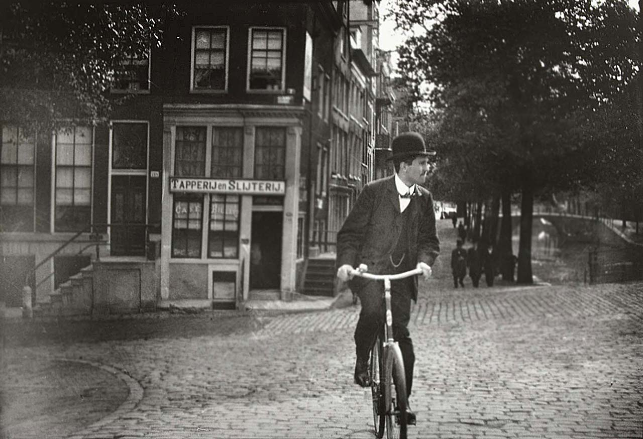Cyclist on the Prinsengracht in Amsterdam, George Hendrik Breitner, Harm Botman, c. 1890 - c. 1910