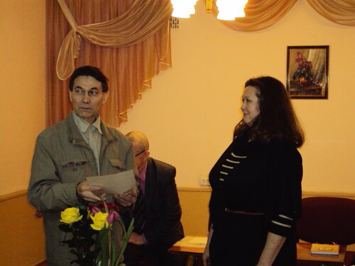 В.Зотиков поздравляет А.Брагину. 2014 г.