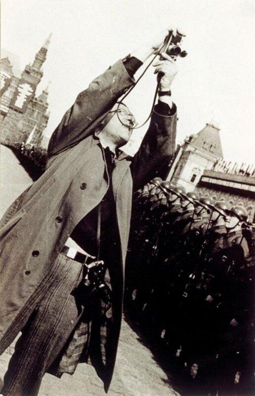Александр Родченко на Красной площади во время парада.jpg