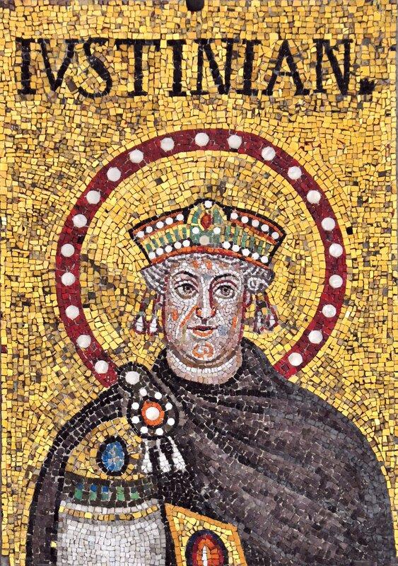 Святой Император Иустиниан (Юстиниан). Мозаика церкви Сант- Аполлинаре-Нуово в Равенне. VI век.