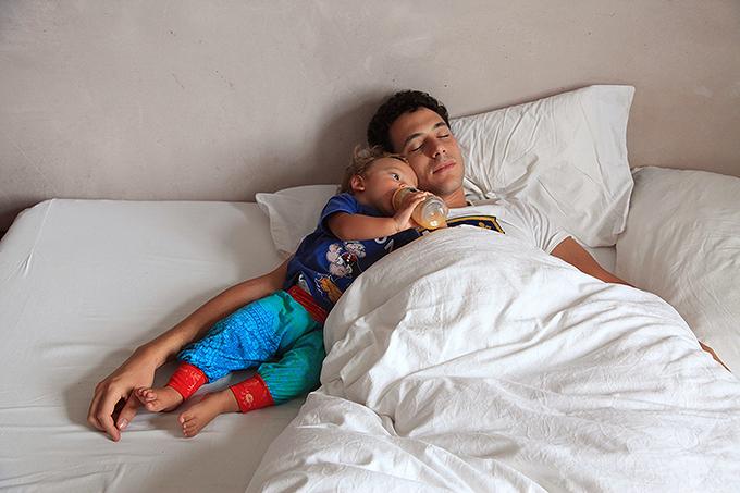 Необычные селфи: 40 недель беременности и фотокамера в зеркале