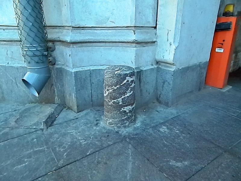 Колёсоотбойная тумба