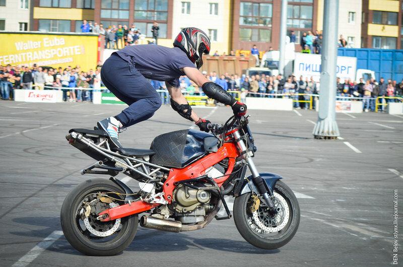 занимаются любовью на мотоцикле фото