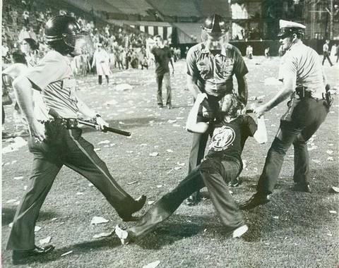 1977-06-03_riot-1.jpg