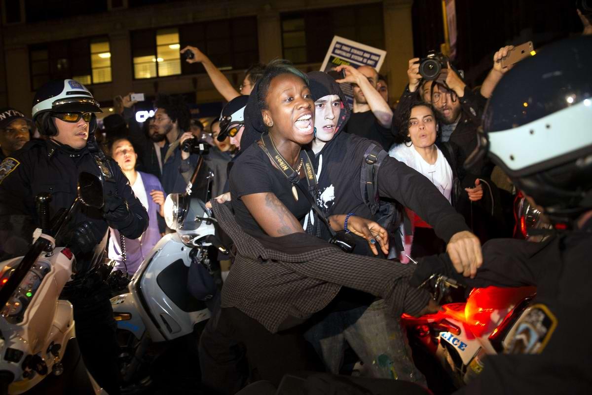 Массовые протесты в Фергюсоне и других городах США глазами фоторепортеров (1)