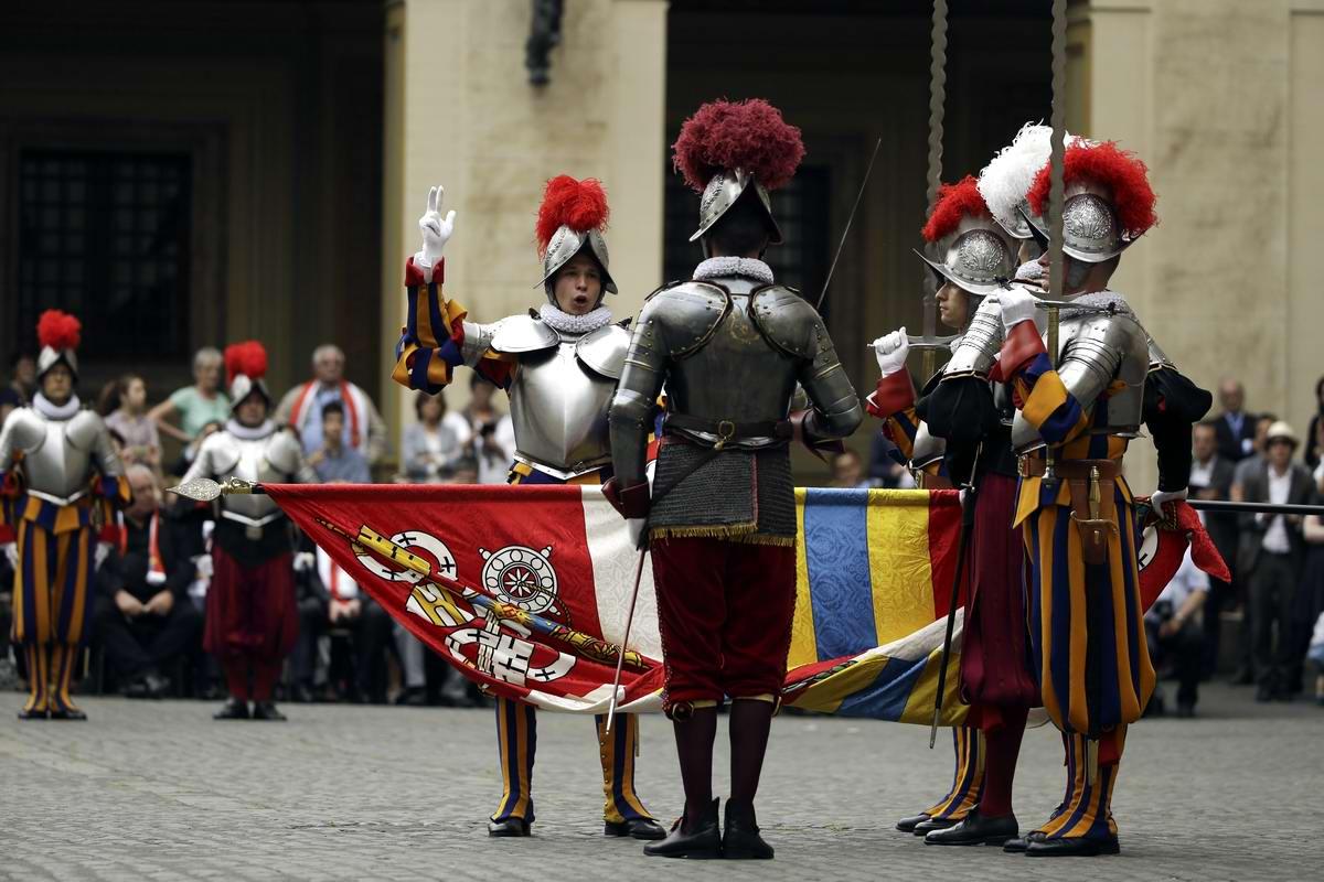 Швейцарская гвардия Ватикана: Новобранцы присягают на верность Папе Римскому (24)