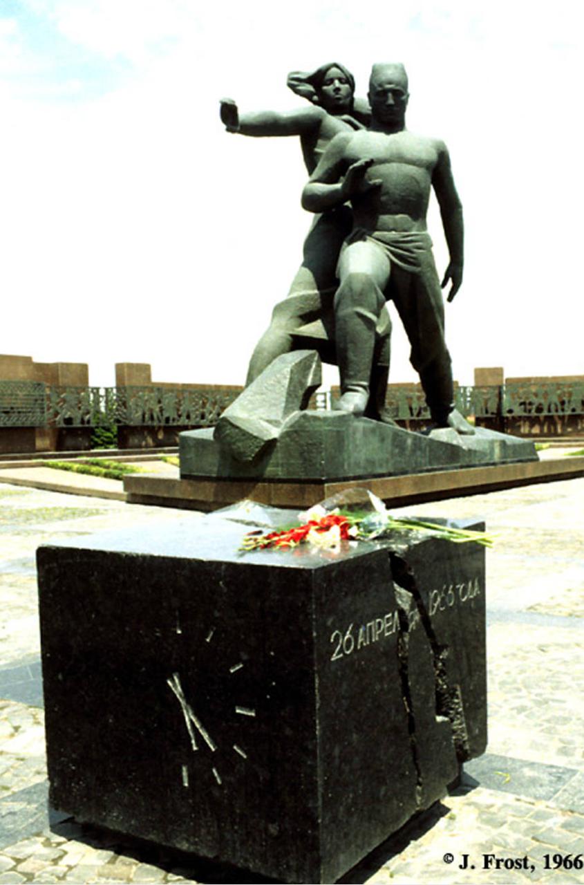 1966. Памятник жертвам Ташкентского землетрясения