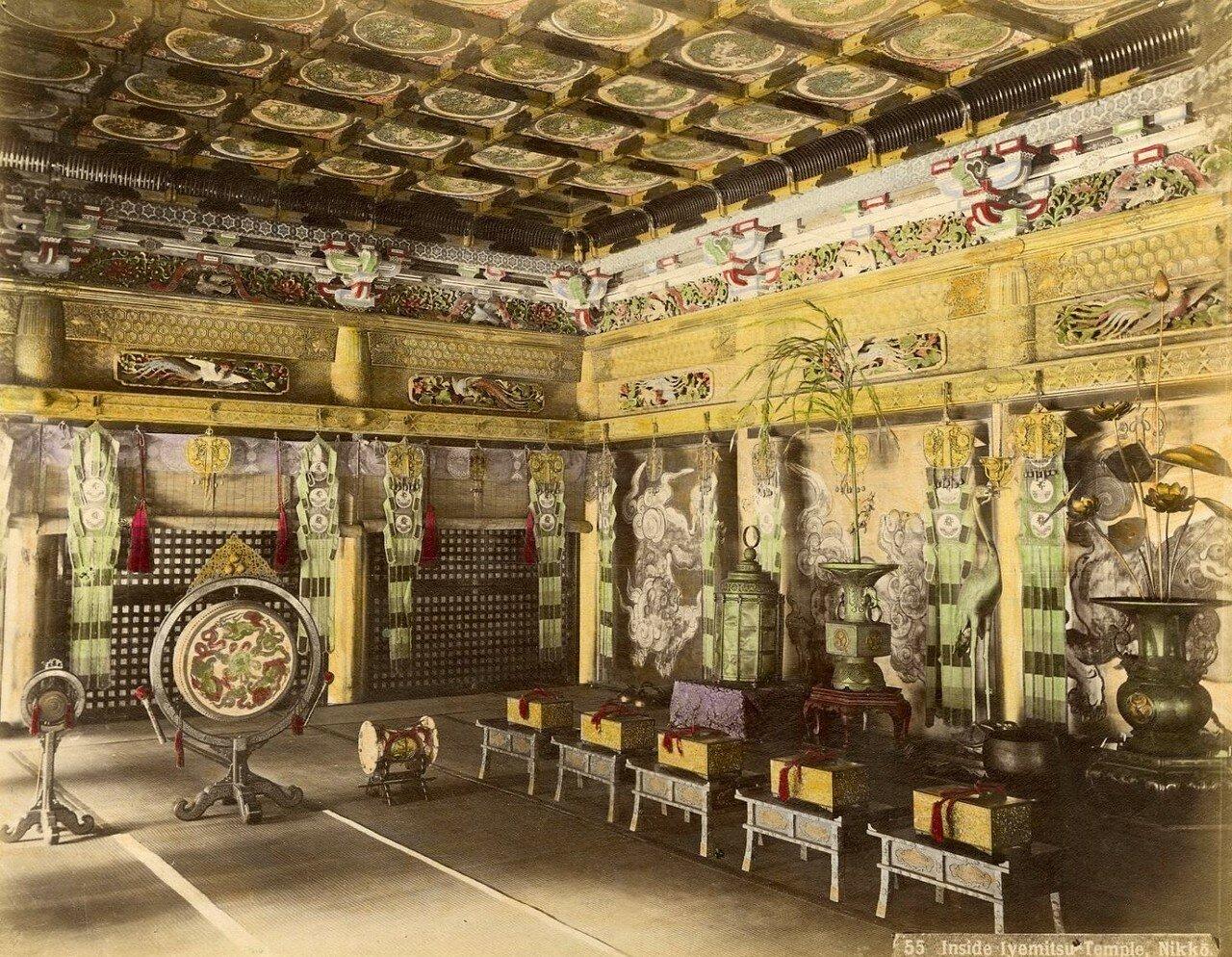 Никко. Внутри храма Иэсигэ