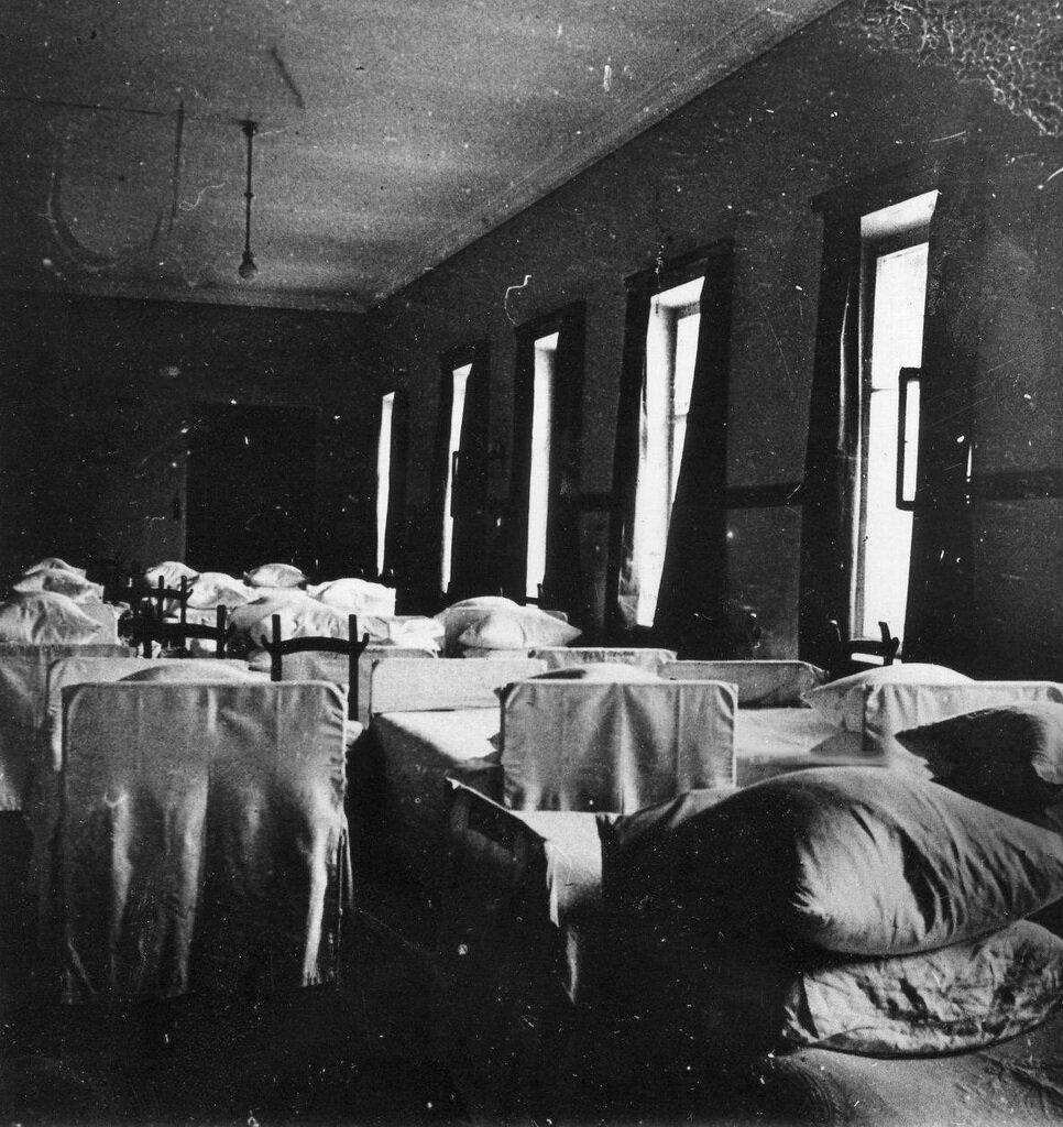 10. Спальня воспитанниц института