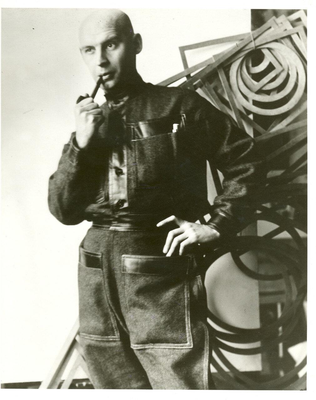 1924. Александр Родченко в рабочей одежде