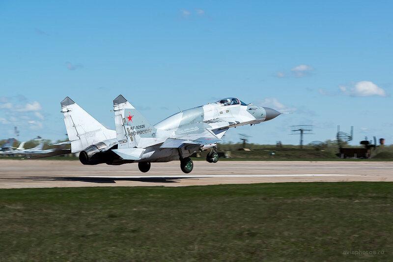 Микоян-Гуревич МиГ-29СМТ (RF-92926 / 06 красный) D807907