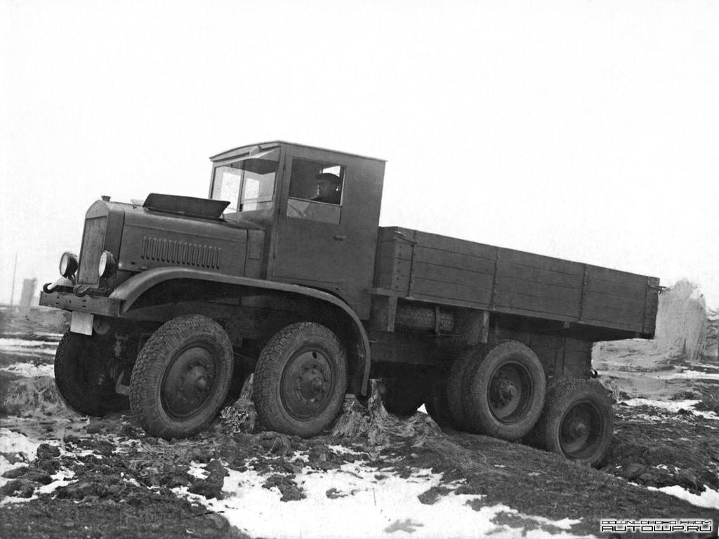 Четырехосный грузовик повышенной проходимости