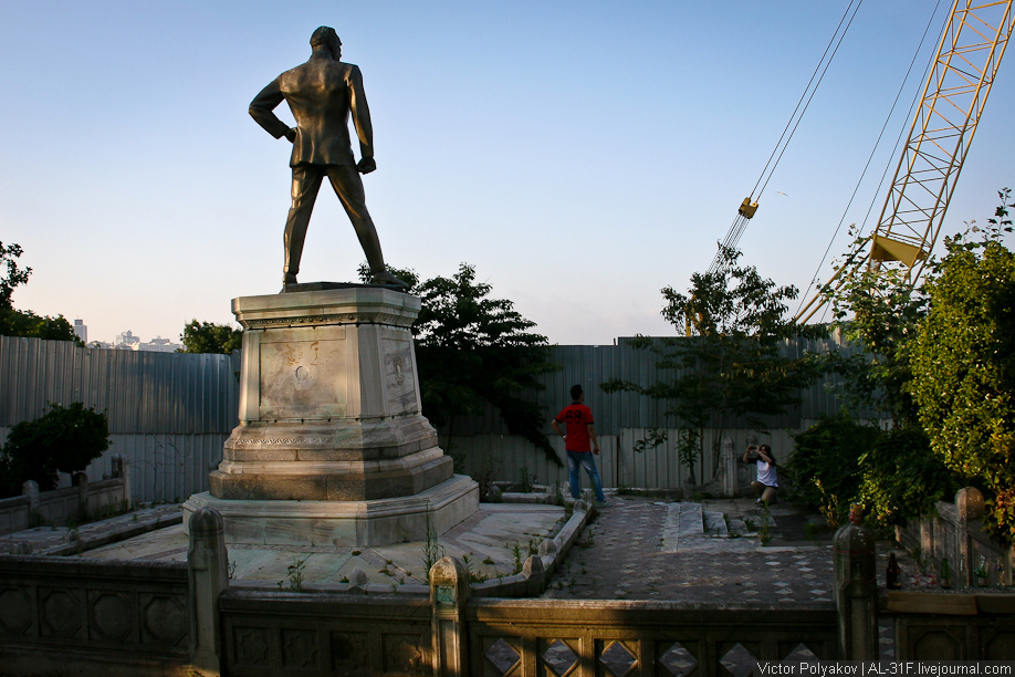Памятник Ататюрку в Стамбуле