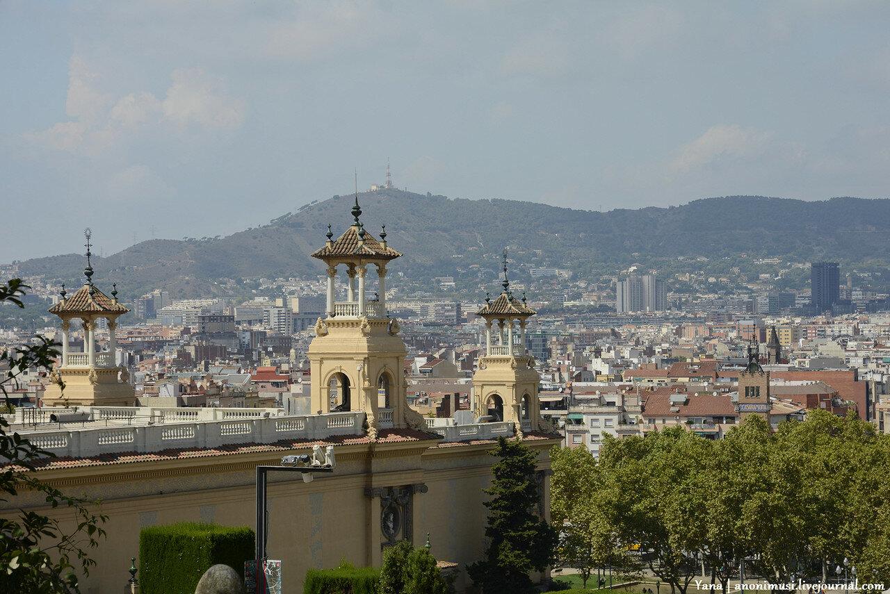 Поющие фонтаны Монтжуик в Барселоне. Испания.
