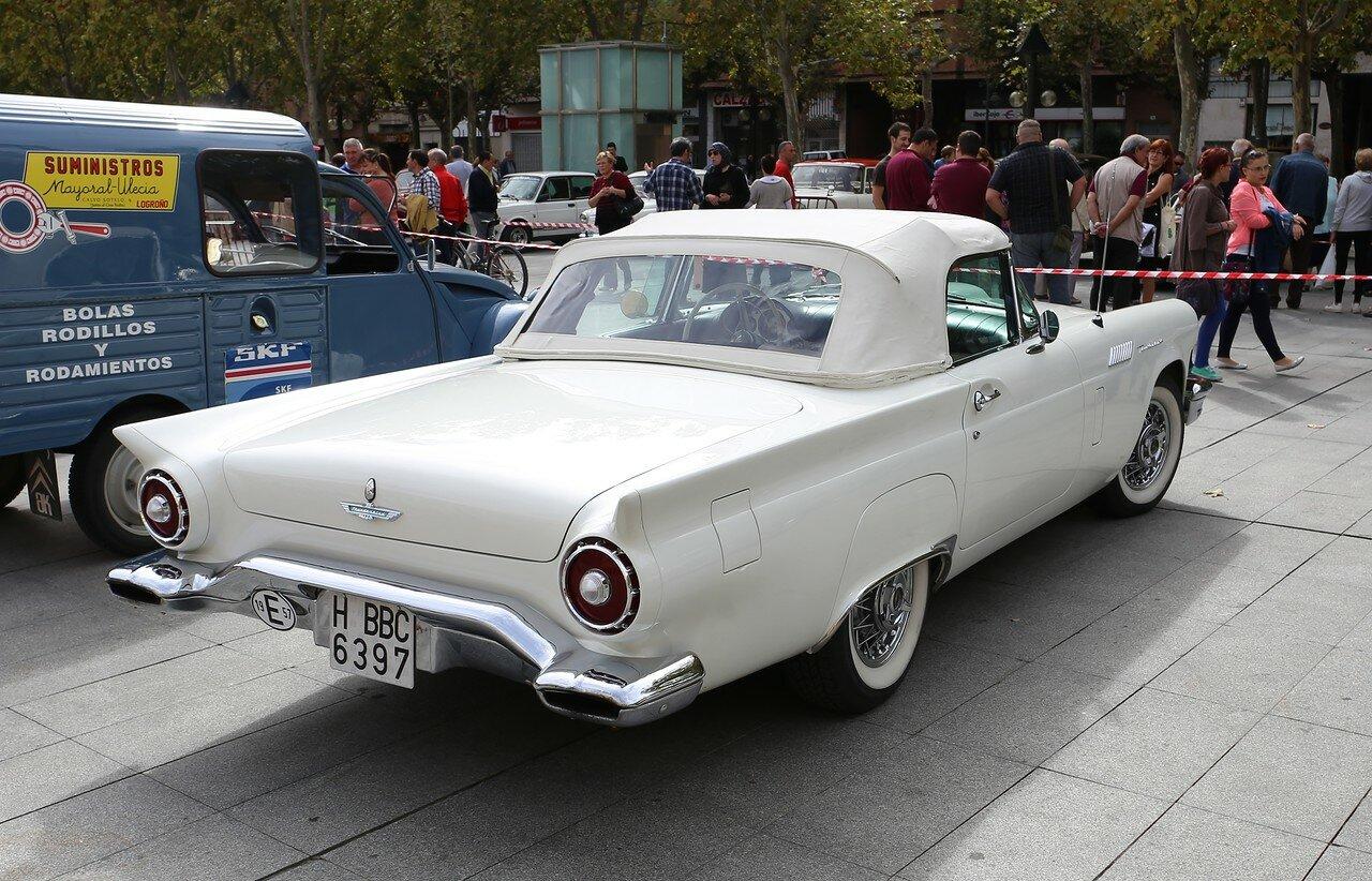 Парад ретроавтомобилей в Логроньо. Ford Thunderbird