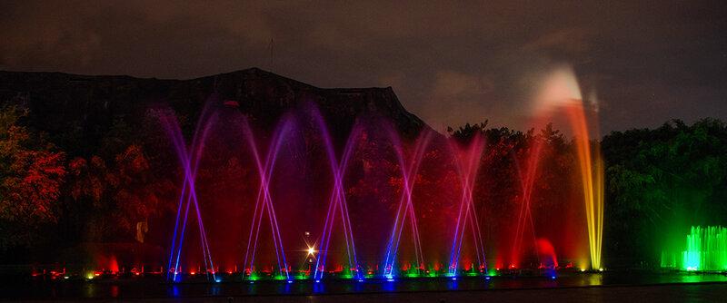 Красные фонтаны