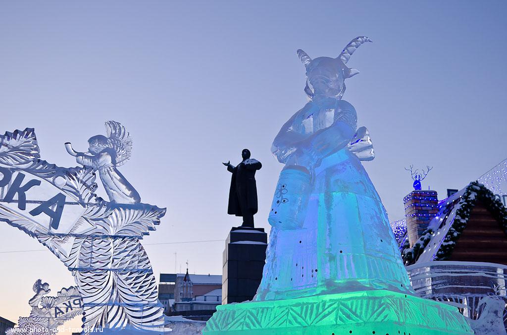 Фотография 5. Две скульптуры... (1/40 сек/0 eV/приоритет диафрагмы/f/2.8/26 мм/100)