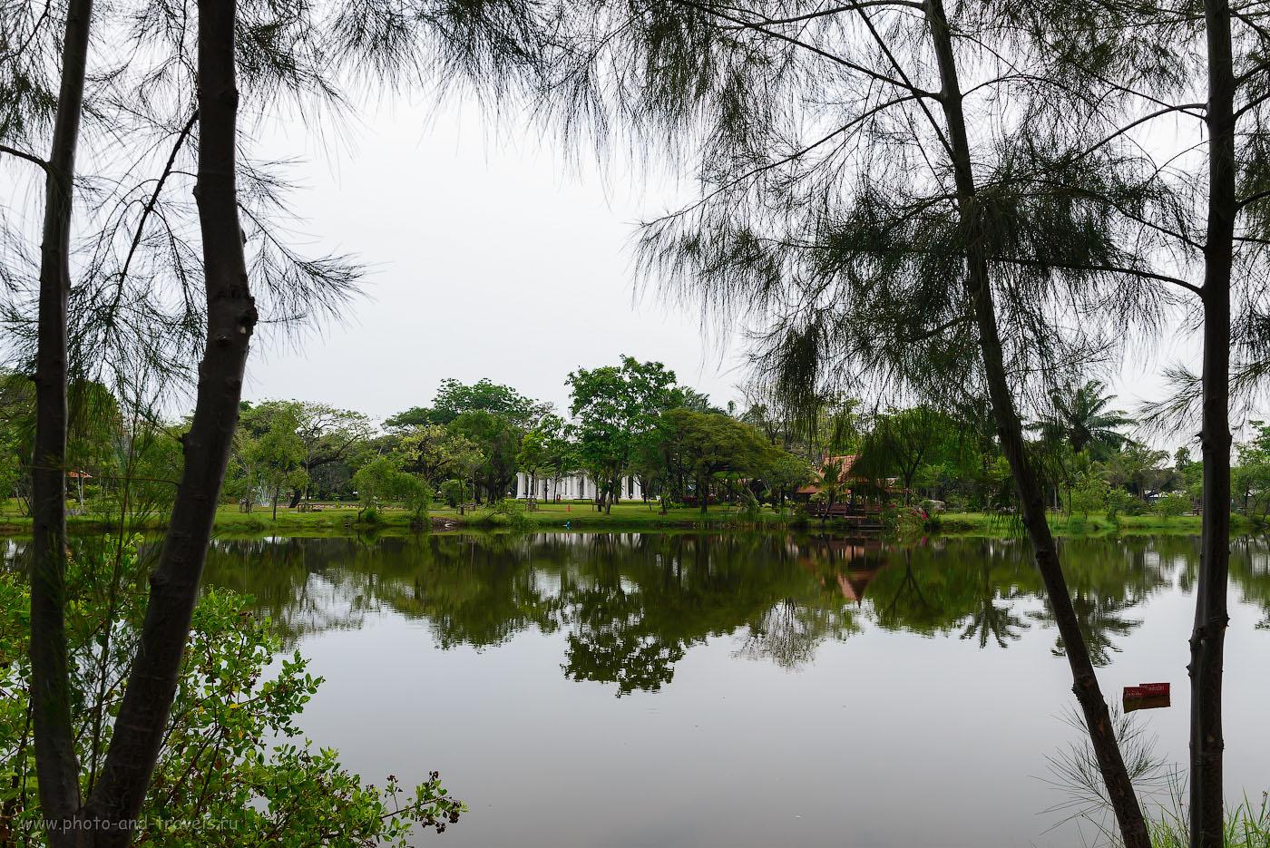 Пруд в историческом парке Древний Сиам