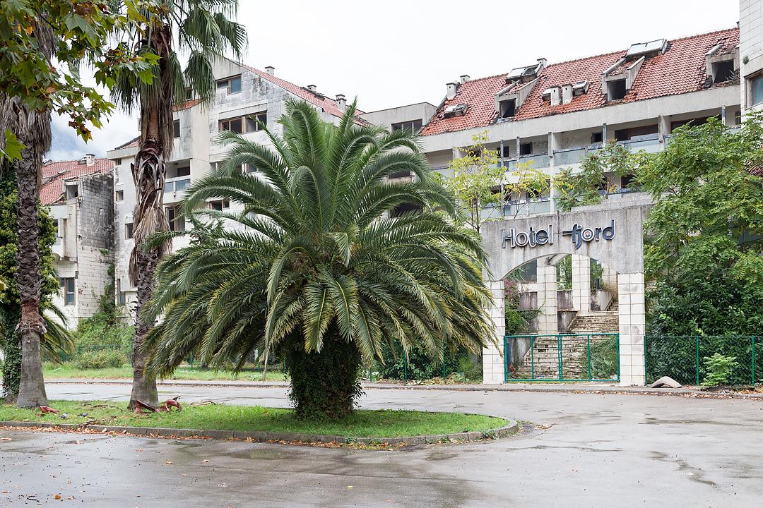 Руины отеля в Которе
