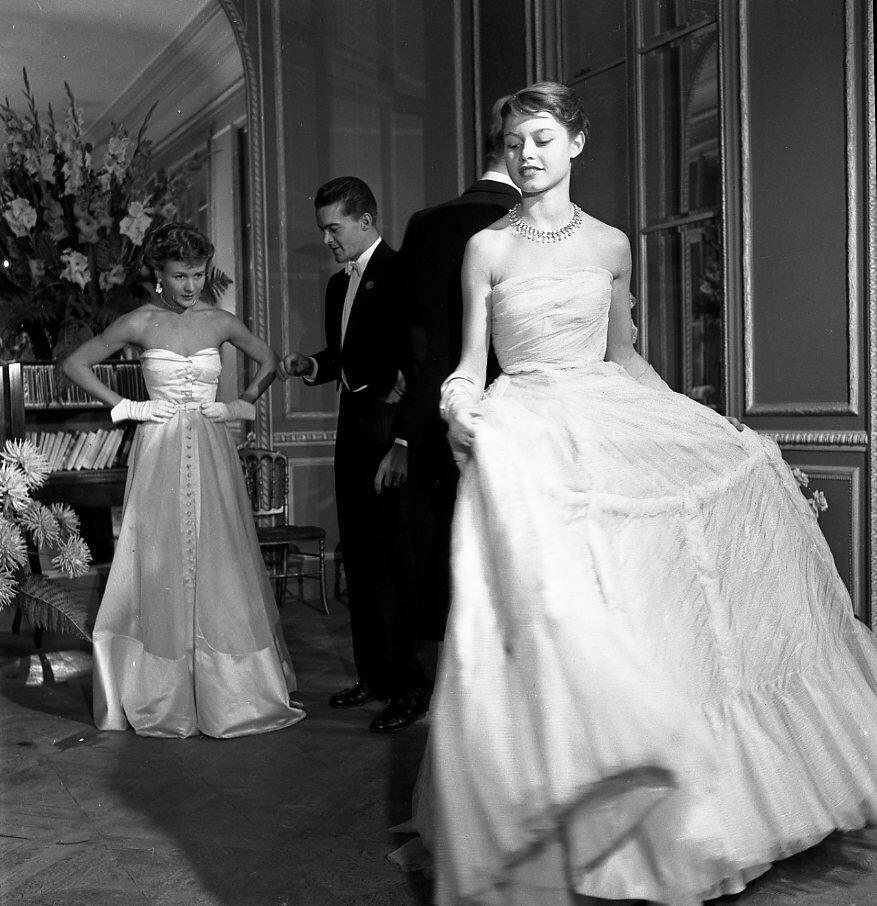 1950. Бриджит Бардо позирует для Вог