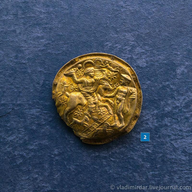 Фалар с изображением Афродиты и Гермеса. Серебро, бронза. Вторая половина II-I в до н.э. г. Темрюк, до 1941 г.