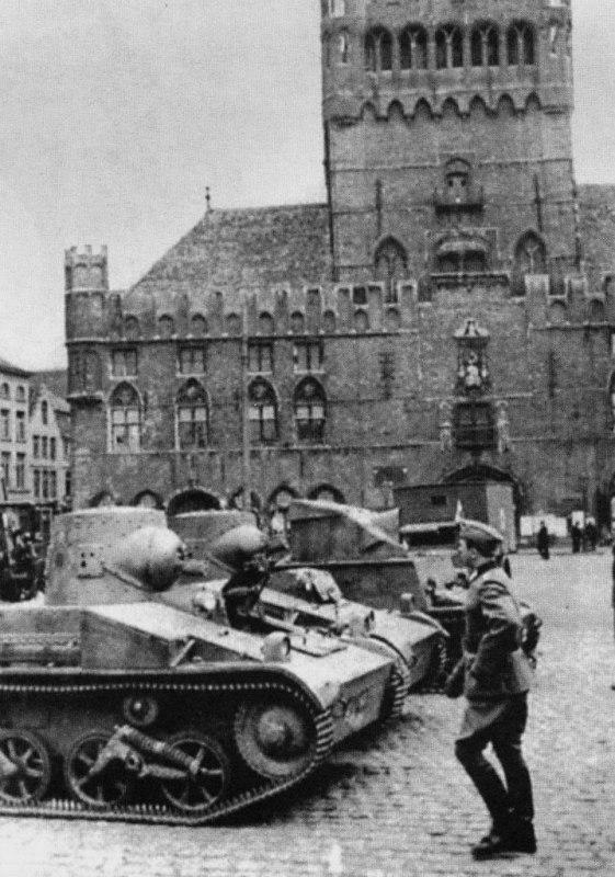 Захваченные бельгийские танки Т.15 и САУ T.13B3. Брюссель, 1940 г.