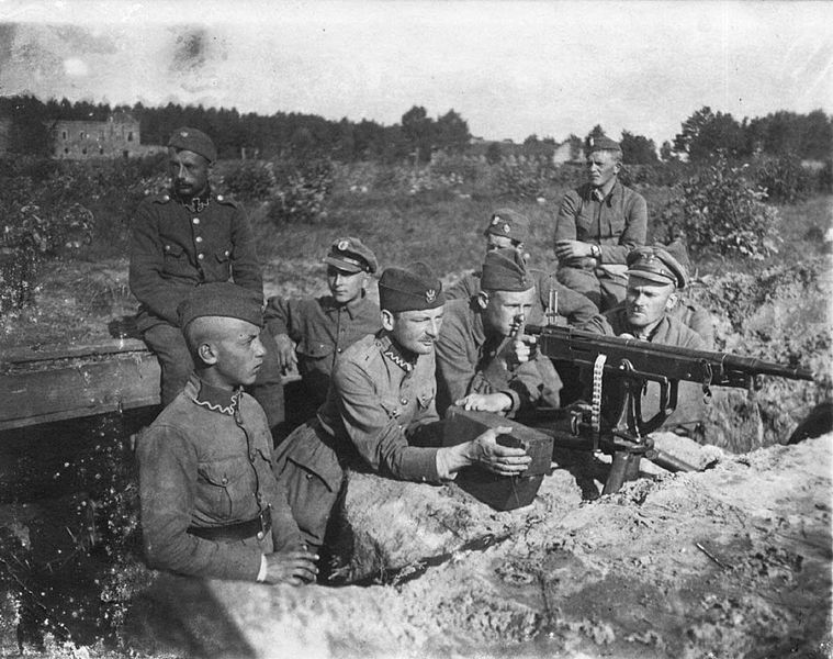 Polish defence MG crew 1920.jpg