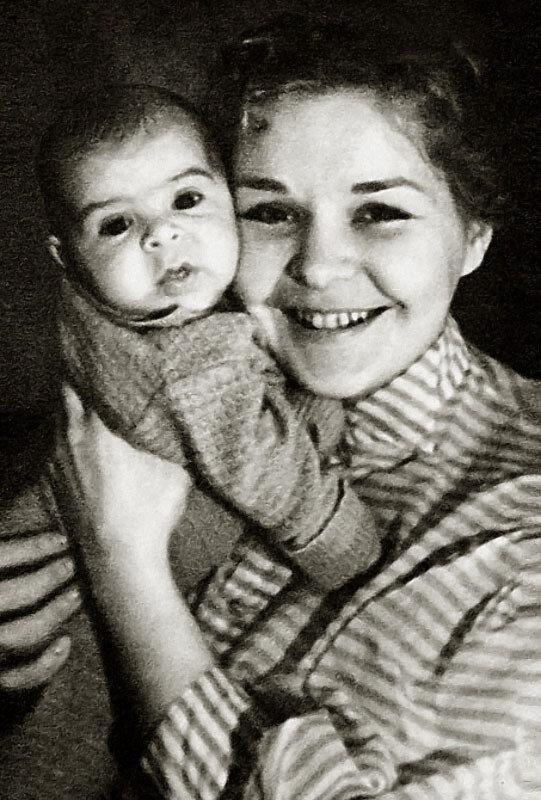 1111 Нина Ургант с сыном Андрюшей.jpg