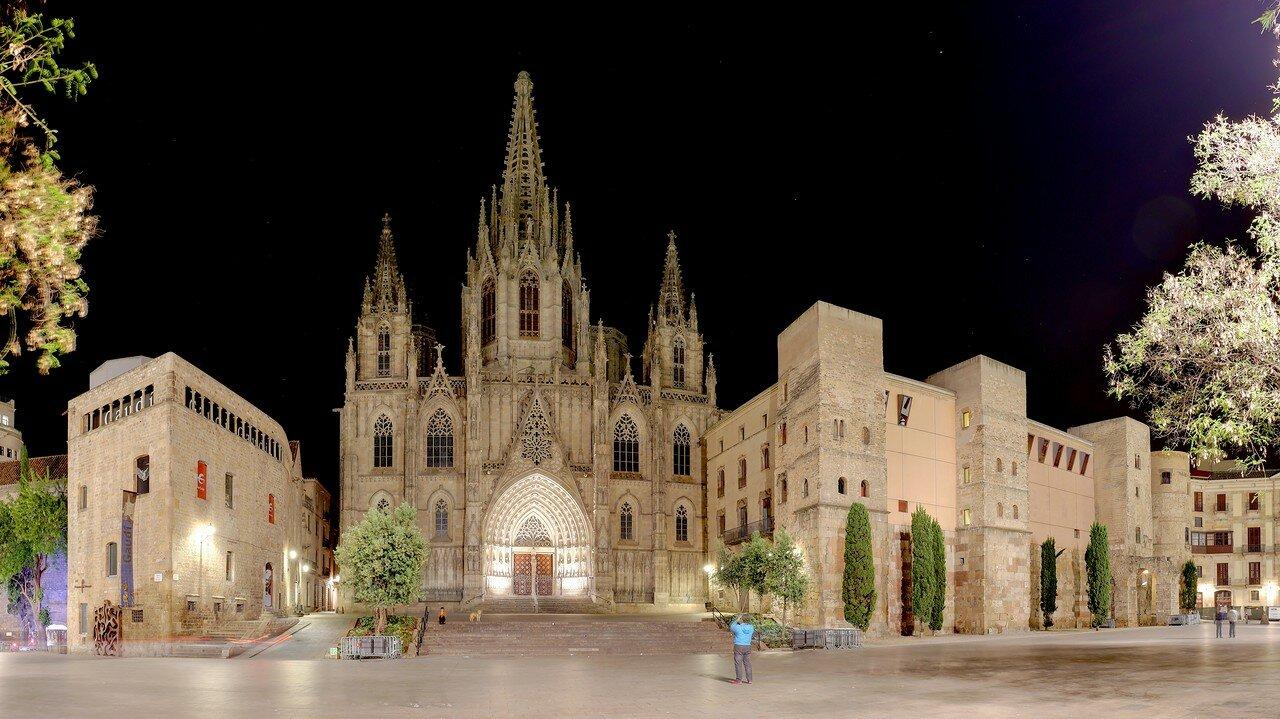 Барселона. Площадь Сеу, Кафедральный собор и дом Архидьякона.