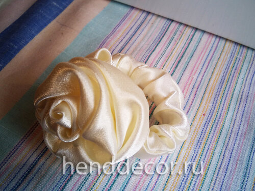 Резинка для волос «Белая роза»
