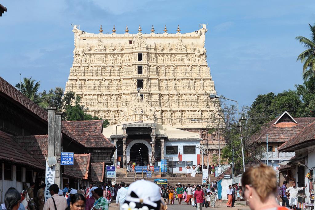 Фотография 13. Храм Падманабхасвами (Sri Padmanabhaswamy Temple) в столице штата Тривандрум. Отзывы туристов об экскурсиях в Керале.