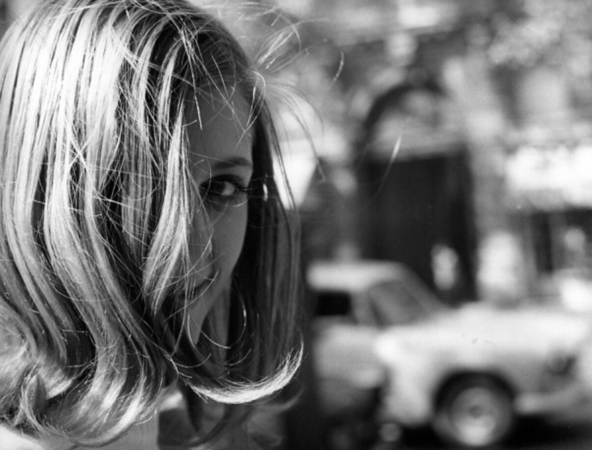 1969. Парижанка